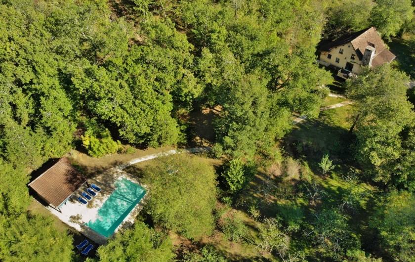 Location de vacances - Maison - Villa à Payrac - à droite maison « OWI », à gauche: piscine privée + sauna + WC