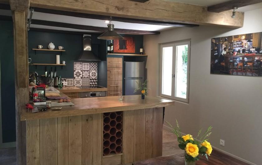 Location de vacances - Maison - Villa à Payrac - La cuisine américaine avec salle á manger a