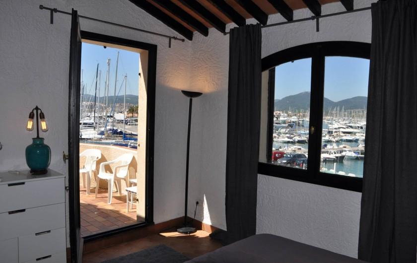 Location de vacances - Appartement à Cogolin - Chambre terrasse