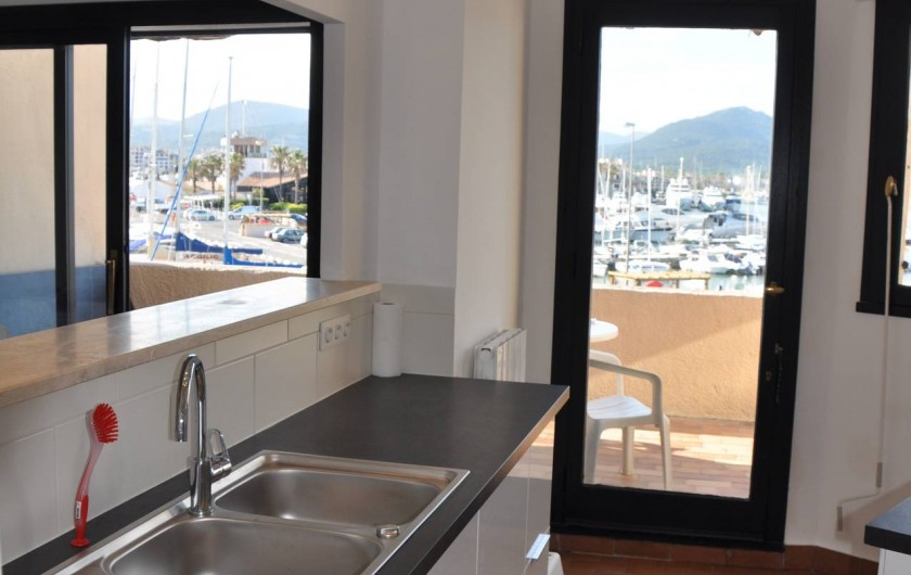 Location de vacances - Appartement à Cogolin - Cuisine ouverte