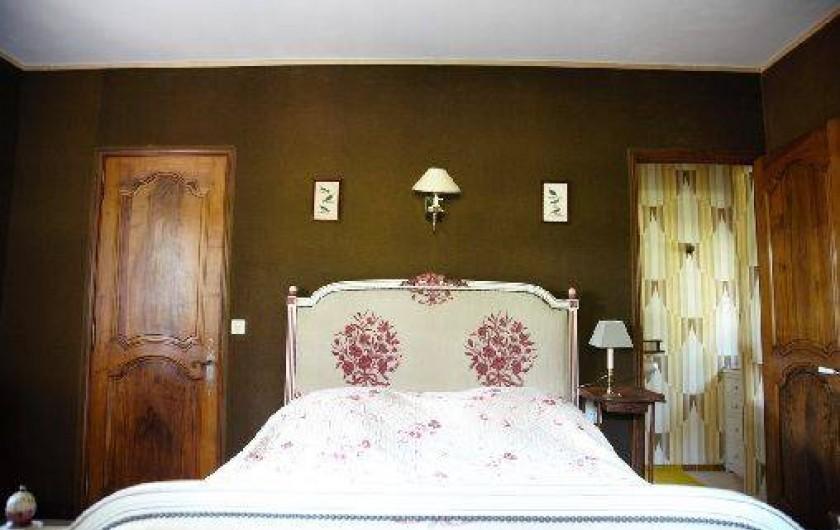 Location de vacances - Mas à Paradou - Chambre 1 avec sa salle d'eau et son wc attenant
