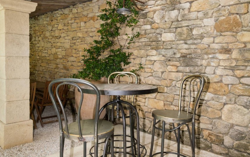 Location de vacances - Mas à Foissac - mange debout qui complète la table de 12 personnes