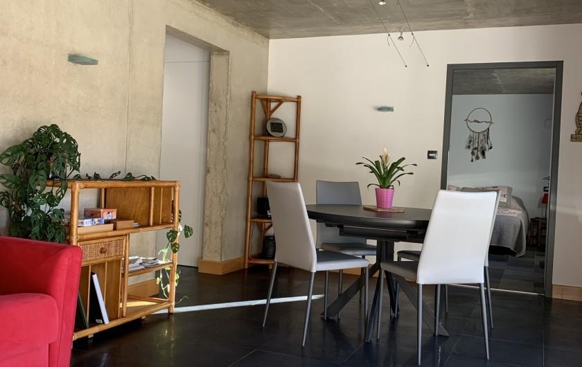 Location de vacances - Appartement à Valsonne - Vue du salon sur le séjour
