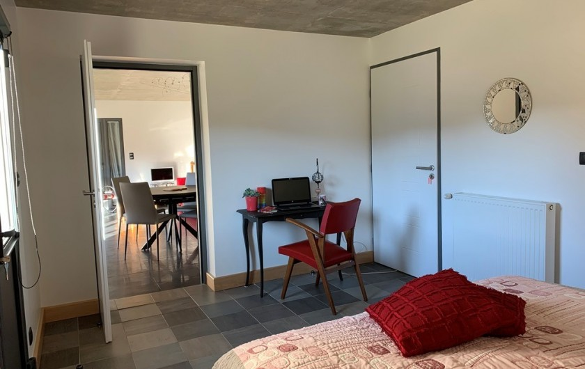 Location de vacances - Appartement à Valsonne - Coin bureau de la chambre pour écrire vos cartes postales !