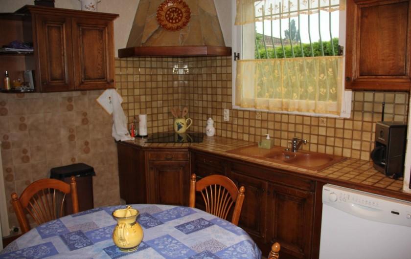 Location de vacances - Villa à Mazan - grande cuisine entièrement équipée