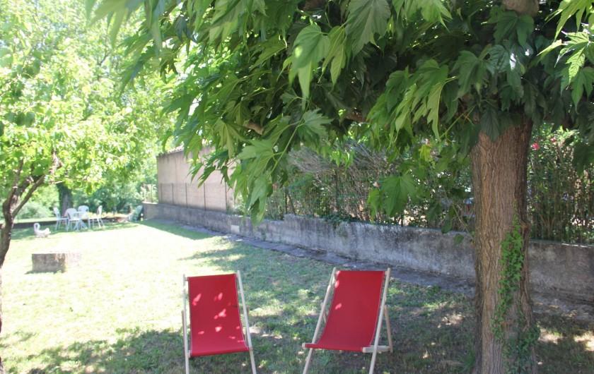 Location de vacances - Villa à Mazan - petite sieste à l'ombre du murier