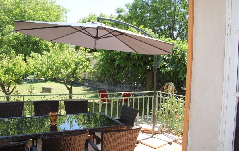Location de vacances - Villa à Mazan - Diner sur la terrasse très agréable