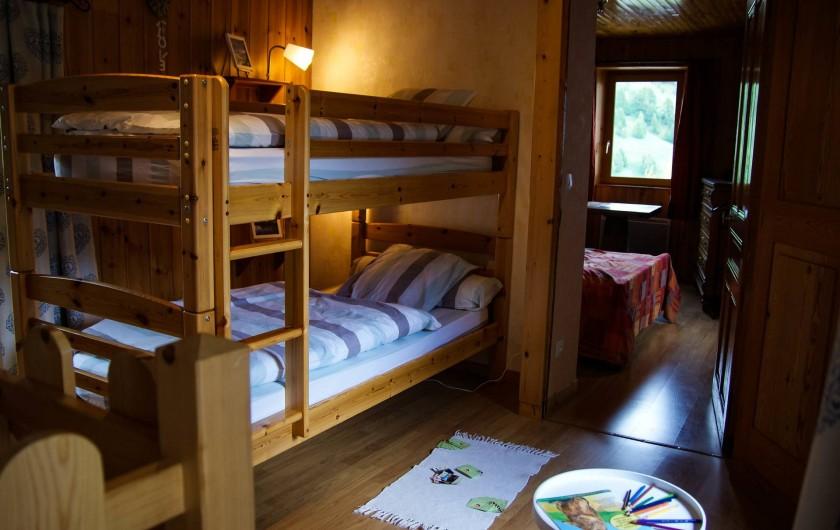 Location de vacances - Maison - Villa à La Grave - Chambre 1 et entrée de la chambre parentale