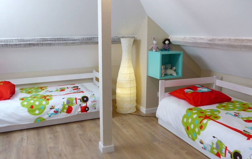 Location de vacances - Appartement à Fontain - Deux lits gigognes commode