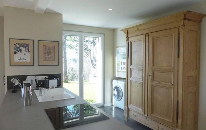 Location de vacances - Appartement à Fontain - Cuisine avec équipements électroménagers haute gamme et nombreux ustensiles