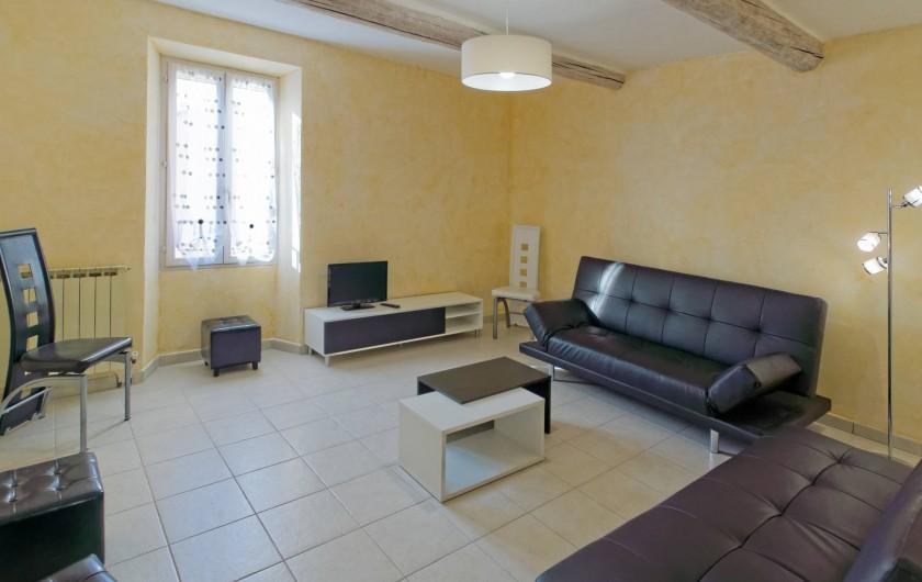 Location de vacances - Gîte à Beaumes-de-Venise - Séjour - salon (2 canapés et poufs)