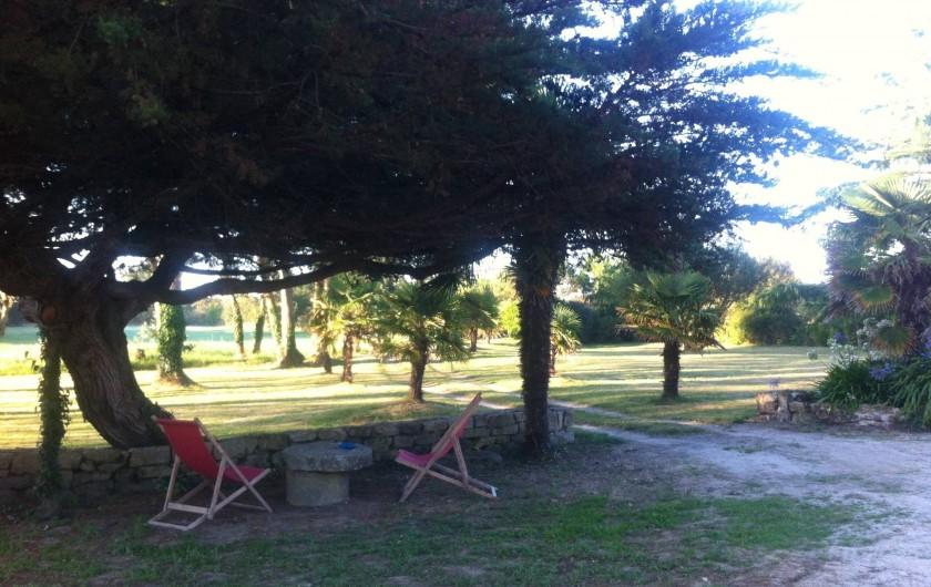 Location de vacances - Mas à Sainte-Marine - vue du parc