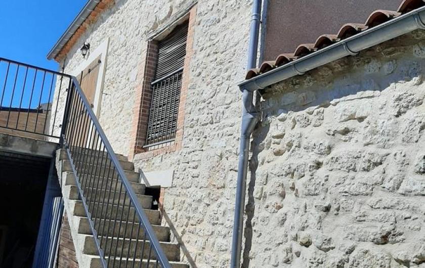 Location de vacances - Gîte à Fauch - entrée par escalier