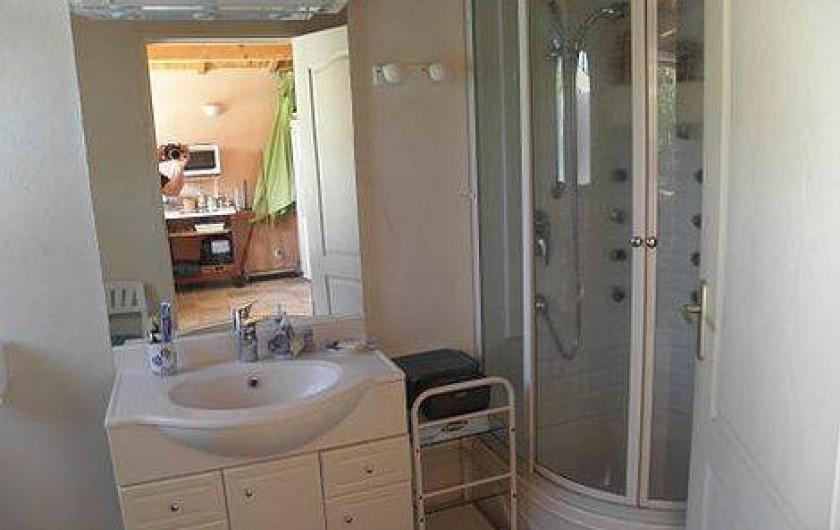 Location de vacances - Villa à Sainte-Lucie de Porto-Vecchio - salle de douche pool house