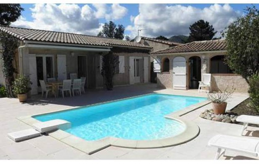 Location de vacances - Villa à Sainte-Lucie de Porto-Vecchio - Maison + pool house. Piscine privée. Location bateau possible