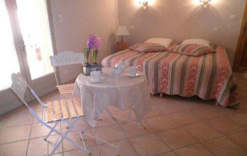 Location de vacances - Chambre d'hôtes à Cotignac - chambre Romarin