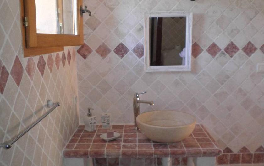 Location de vacances - Chambre d'hôtes à Cotignac - salle de bain chambre Romarin avec douche à l'italienne