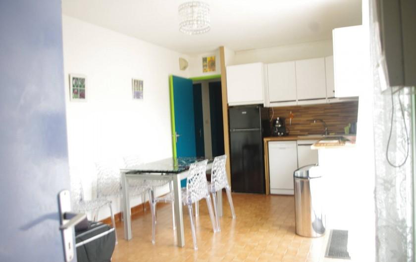 Location de vacances - Appartement à Sète - Une cuisine américaine récente