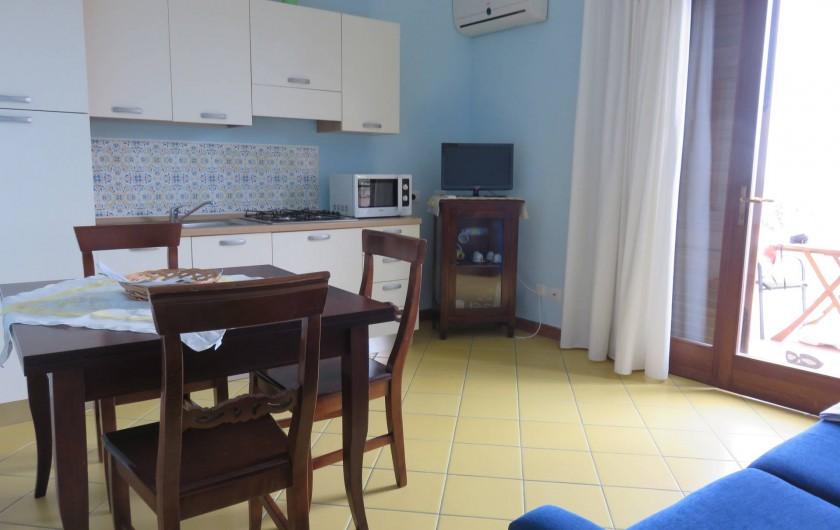 Location de vacances - Appartement à Acireale - cuisine-sejour
