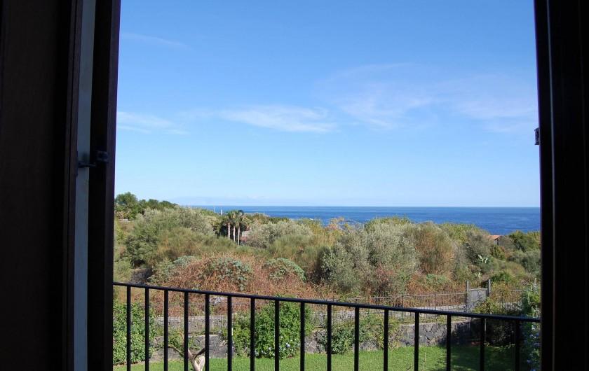 Location de vacances - Appartement à Acireale - vue de la mer dans le trois piece