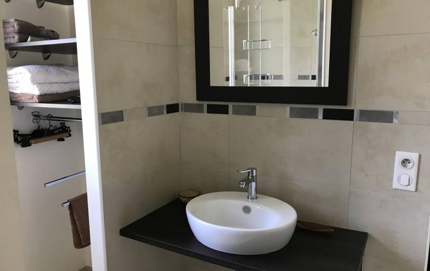 Location de vacances - Villa à Pornichet - Salle d'eau attenante à la chambre avec douche italienne et Wc
