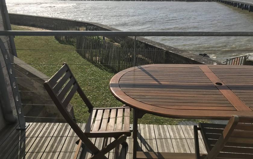 Location de vacances - Villa à Pornichet - Terrasse cuisine vue jardin