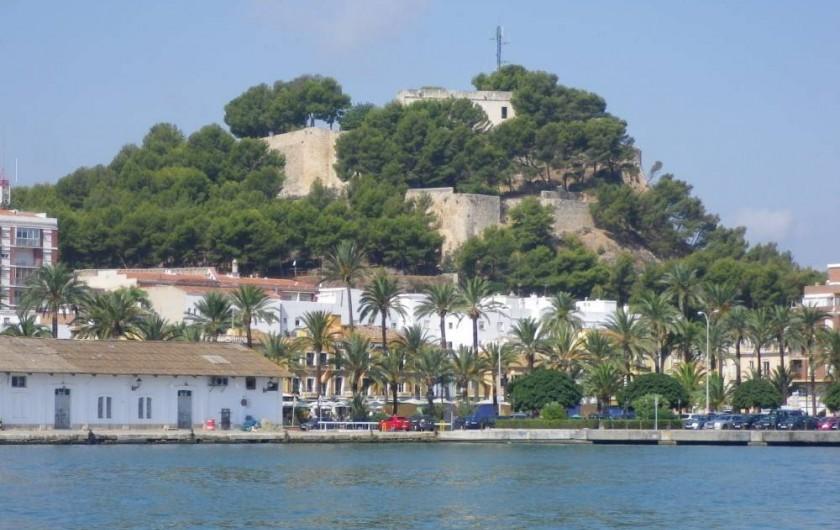 Location de vacances - Appartement à Dénia - La vieille ville de Dénia et son château