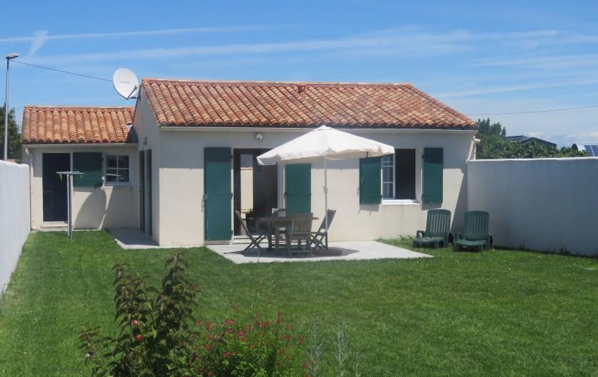 Location de vacances - Villa à Ars-en-Ré - Jardin terrasse