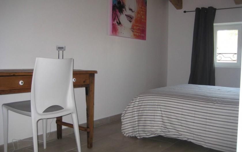 Location de vacances - Appartement à Courthézon - chambre lit double avec bureau