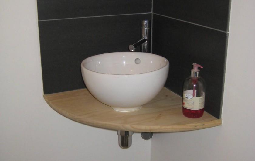 Location de vacances - Appartement à Courthézon - coin wc avec lave mains