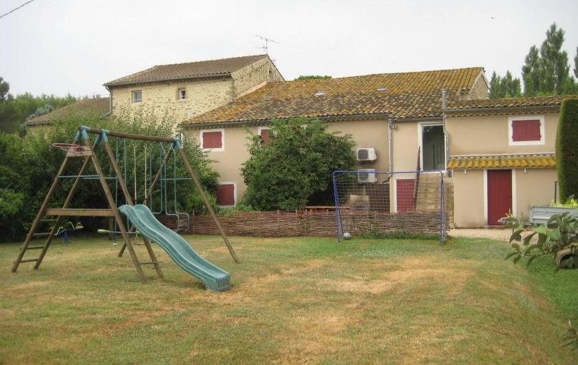 Location de vacances - Appartement à Courthézon - entrée gîte , vue sur l'espace jeux