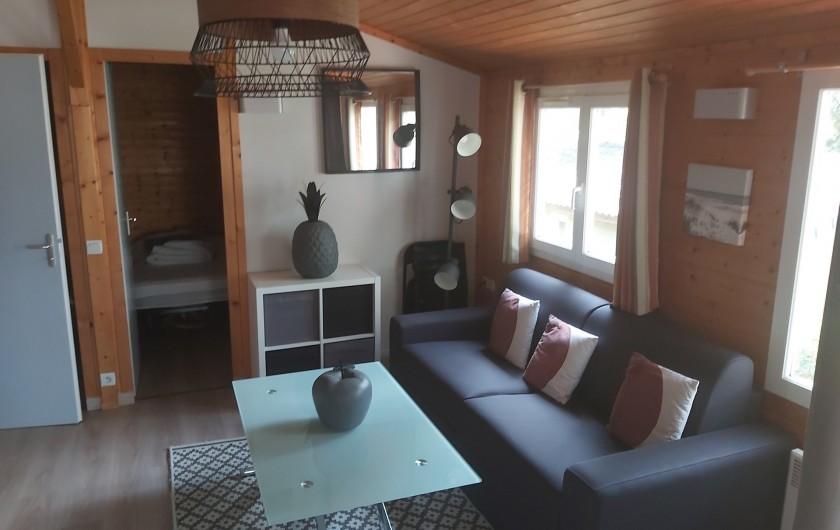 Location de vacances - Chalet à Agde - entrée séjour par baie vitrée