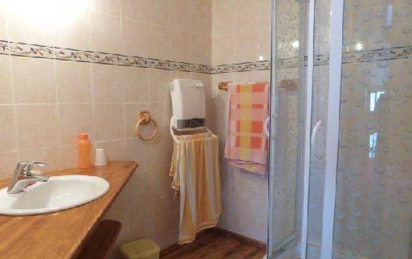 Location de vacances - Gîte à Saint-Clément-sur-Durance - Salle de bain de Lys Martagon