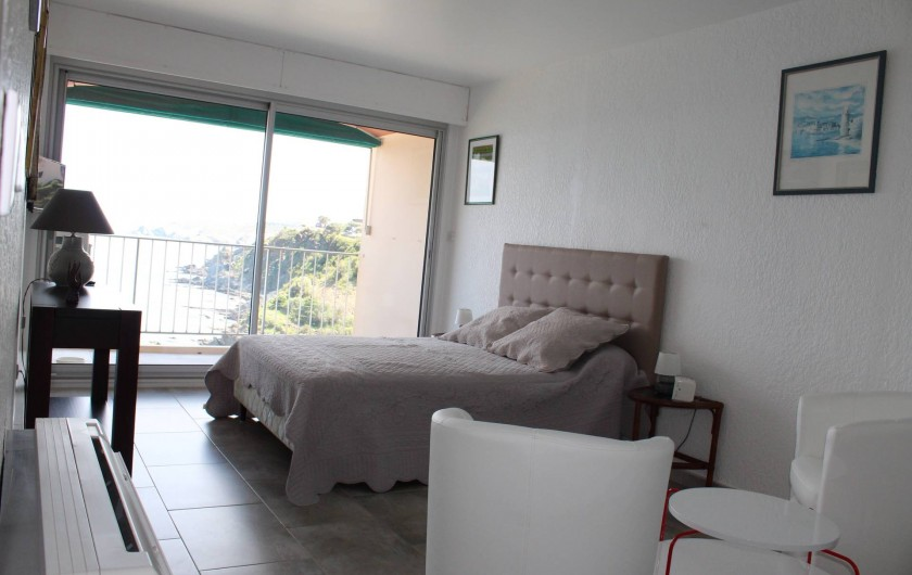 Location de vacances - Appartement à Banyuls-sur-Mer - Chambre 2 Transat extérieur 18 m2 Lit 140