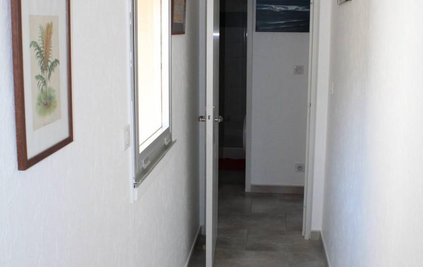 Location de vacances - Appartement à Banyuls-sur-Mer - Couloir depuis  la chambre 2