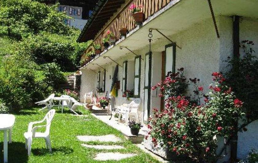 Location de vacances - Appartement à Saint-Nicolas de Véroce - Terrasse en été