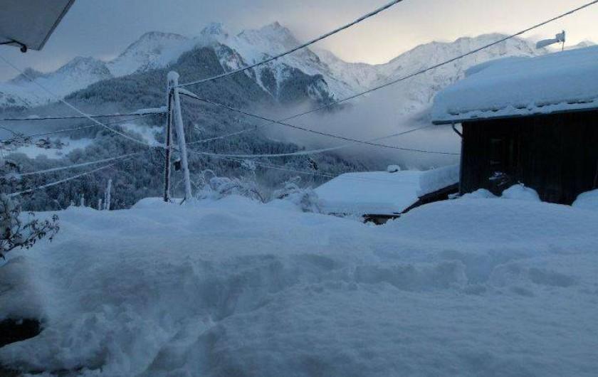 Location de vacances - Appartement à Saint-Nicolas de Véroce - Terrasse juste après la chute de neige
