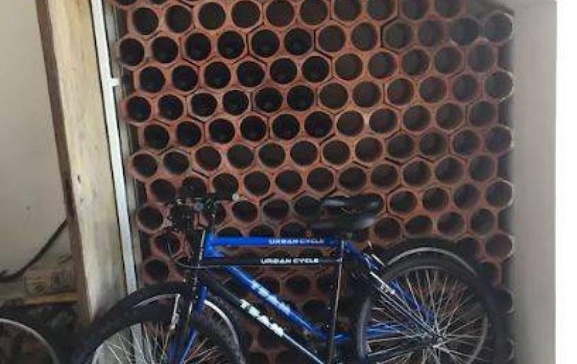 Location de vacances - Villa à Santo André - Cave a vins et deux vélos