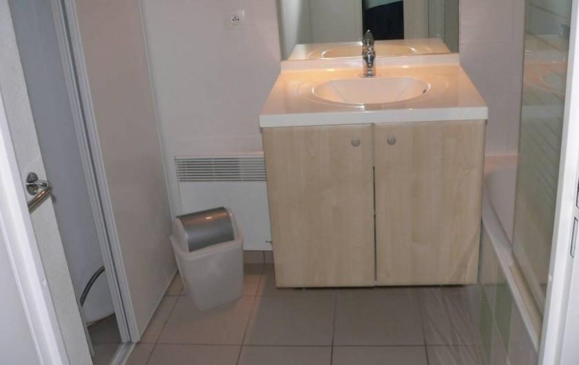 Location de vacances - Chalet à Ondres - Salle de bain avec baignoire