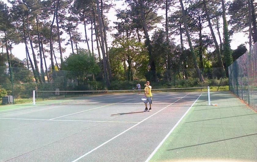 Location de vacances - Chalet à Ondres - Courts de tennis