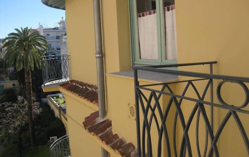 Location de vacances - Appartement à Nice - Vue droite balcon chambre