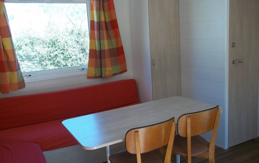 Location de vacances - Bungalow - Mobilhome à Blieux - coin détente climatisé