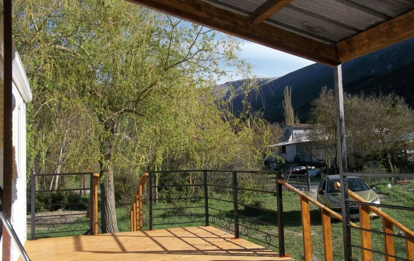 Location de vacances - Bungalow - Mobilhome à Blieux - la vue de la terrasse.