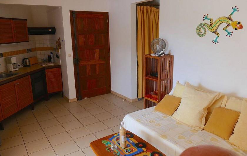 Location de vacances - Appartement à Pointe du Bout - séjour avec canapé-lit