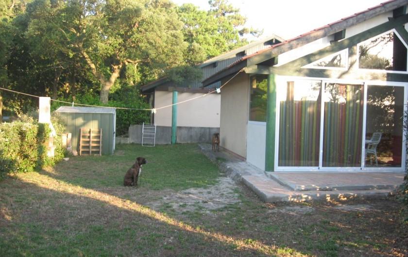 Location de vacances - Villa à Vieux-Boucau-les-Bains - Jardin et arrière de la maison