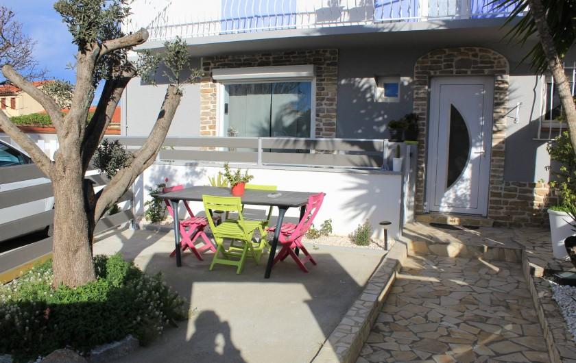 Location de vacances - Appartement à Canet-en-Roussillon - petit jardin permettant de manger  dehors