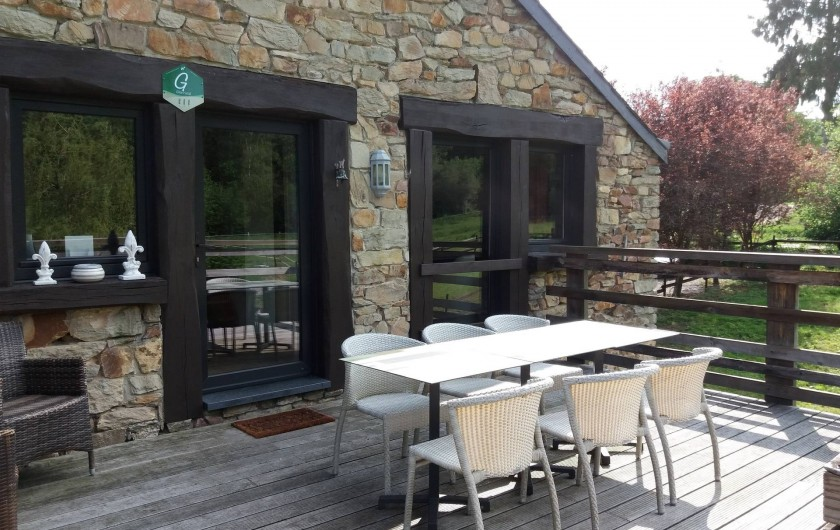 """Location de vacances - Gîte à Haut-Fays - Terrasse """"La Chevauchée"""" identique aux """"Rainettes"""""""