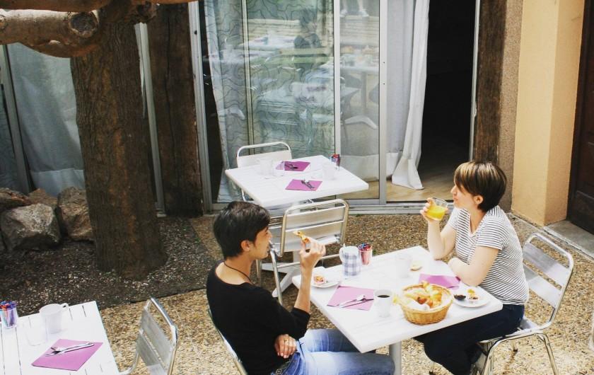 Location de vacances - Hôtel - Auberge à Frontignan - Terrasse des petits déjeuners.
