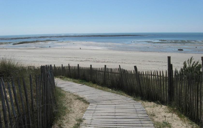 Location de vacances - Villa à La Couarde-sur-Mer - Passage sur la dune et plage