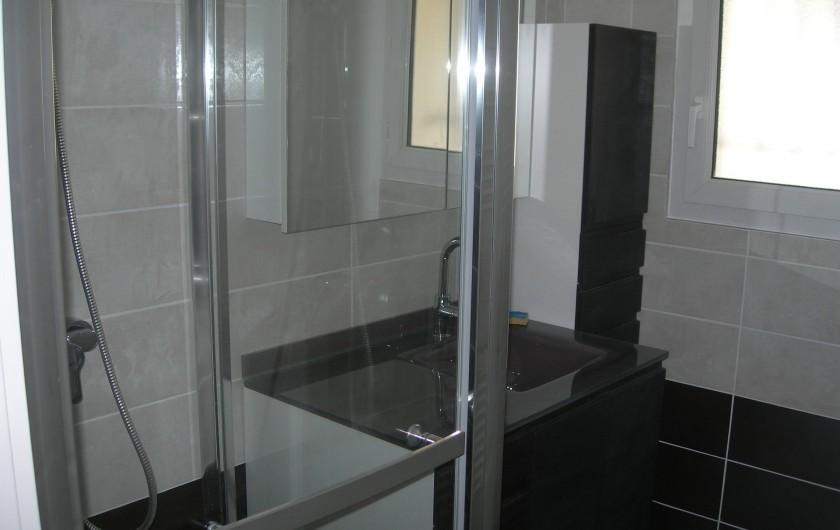 Location de vacances - Villa à La Couarde-sur-Mer - Salle d'eau rdc; radiateur électrique chauffant